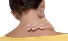 Боль в шее появляется из проблем в шейном отделе позвоночника